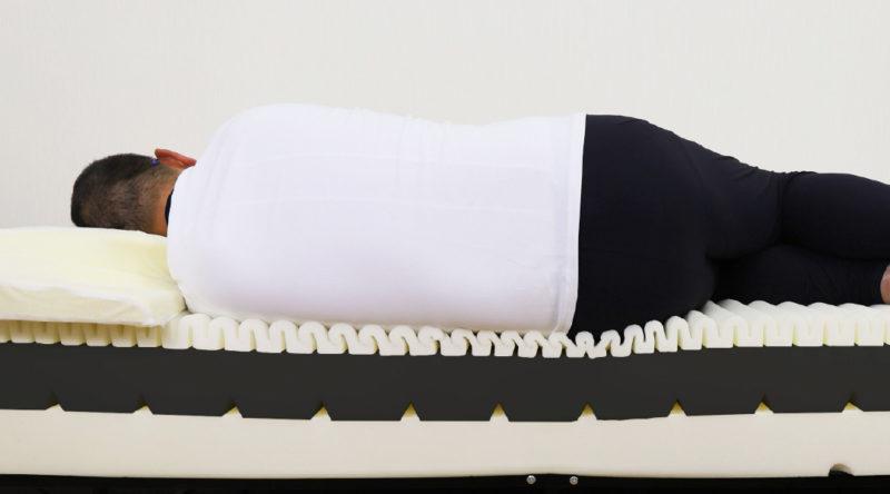 腰や肩 各部位毎に最適な 体圧分散 寝返りがしやすい 波状設計