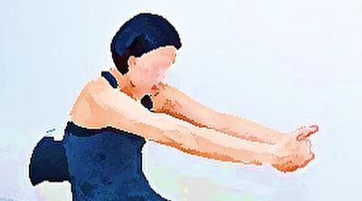 腰痛対策 背中のストレッチ 前に手を伸ばす 首こり 肩こり 背中の痛み解消